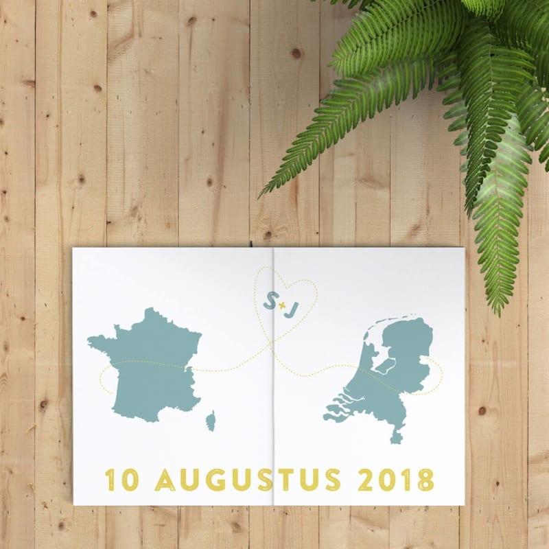 Trouwkaart Internationale Liefde heeft twee landkaartjes op de voorkant, om een internationale relatie uit te beelden. Moderne ontwerpstijl.
