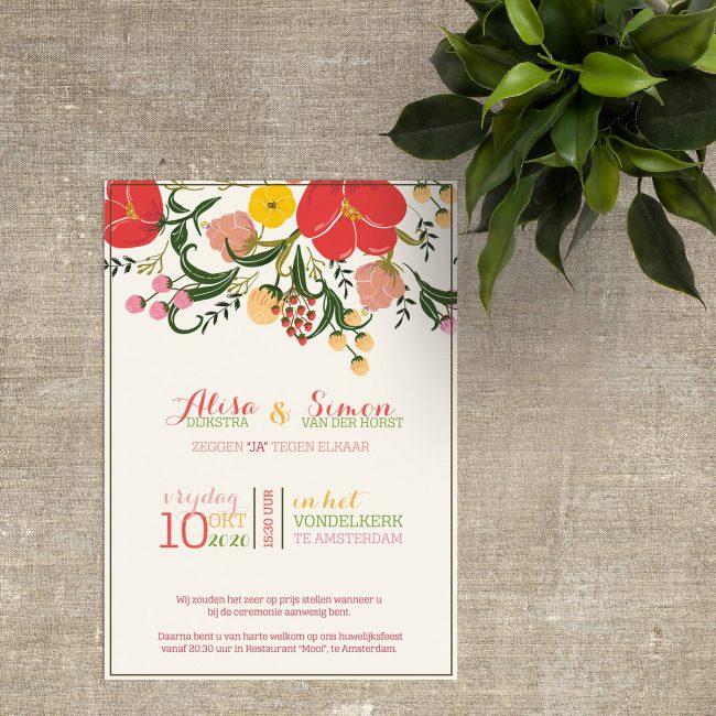 Prachtige, klassieke trouwkaart. Mooi vormgegeven, sierlijke bloemen in fleurige maar niet-felle kleuren, afgemaakt met een gedetaileerde typografie.