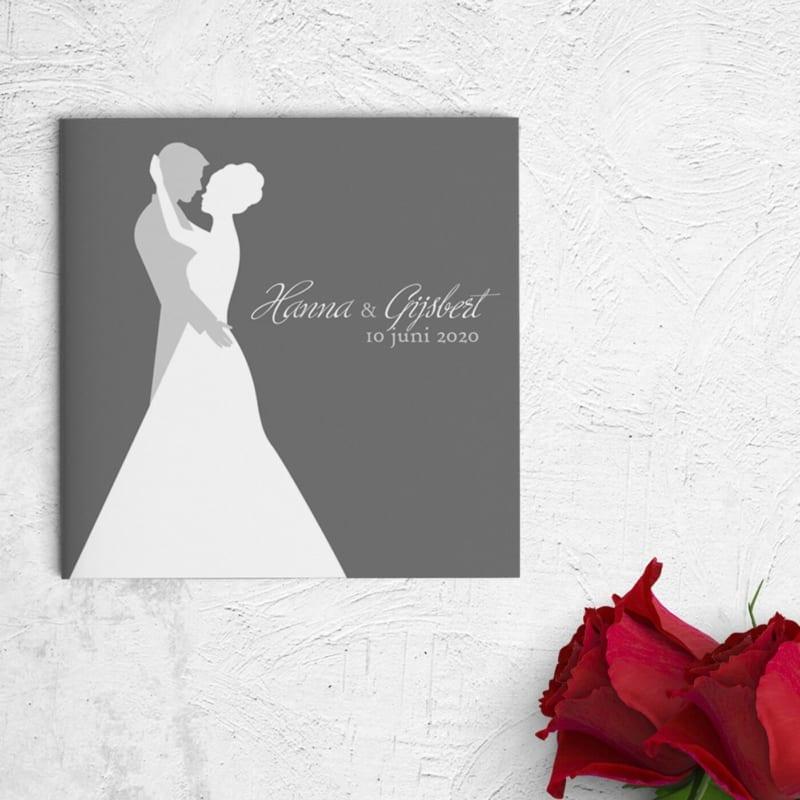 Trouwkaart Deze Dans presenteert het bruidspaar die voor het eerst dansen. Abstracte stijl, grijstinten en witte kleur.