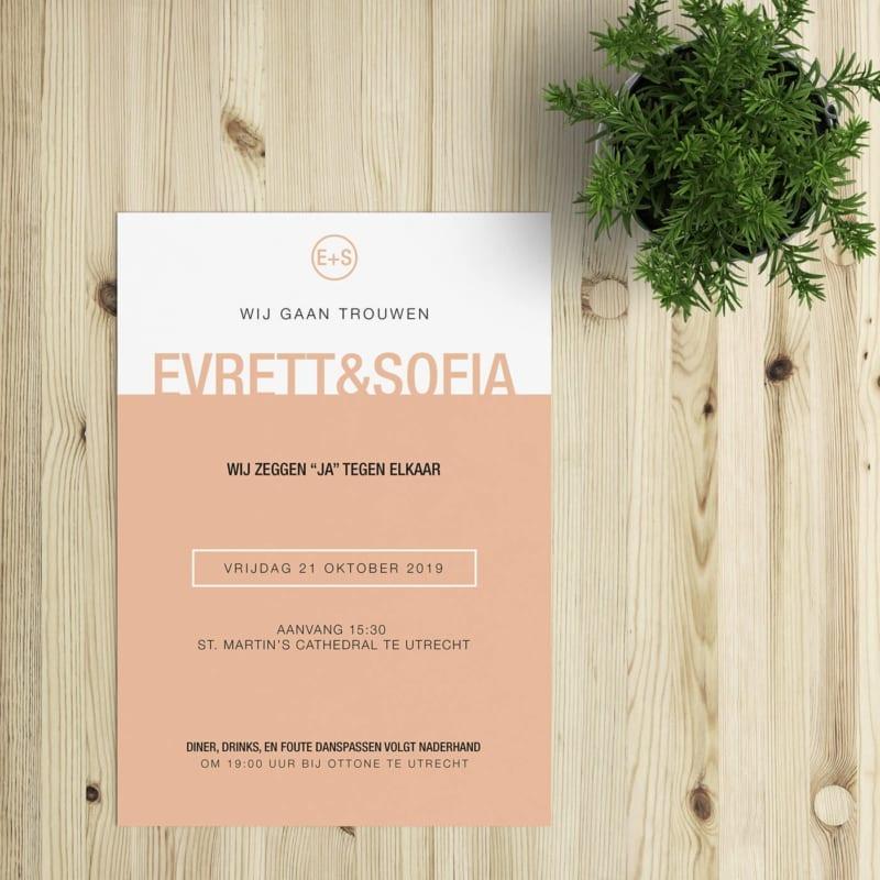 Nog een ontwerp uit de minimalistische koker: trouwkaart Kleur werkt met twee kleurvakken, waarbij jullie namen als het ware op het kleurvlak