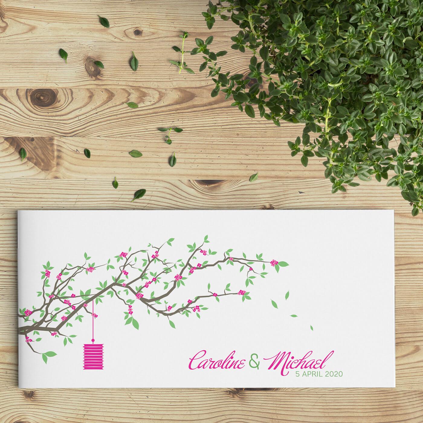 Trouwkaart Lente Tak is een eenvoudig ontwerp met een eigentijdse illustratie van een bloeiende tak vol roze bloemen en een hangende lantaarn.