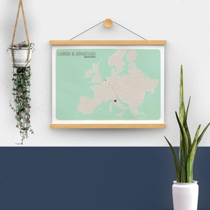 Poster Landkaart Europa sluit mooi aan bij de trouwkaart en vormt zo een stijlvol aandenken voor aan de muur, een blijvende herinnering.