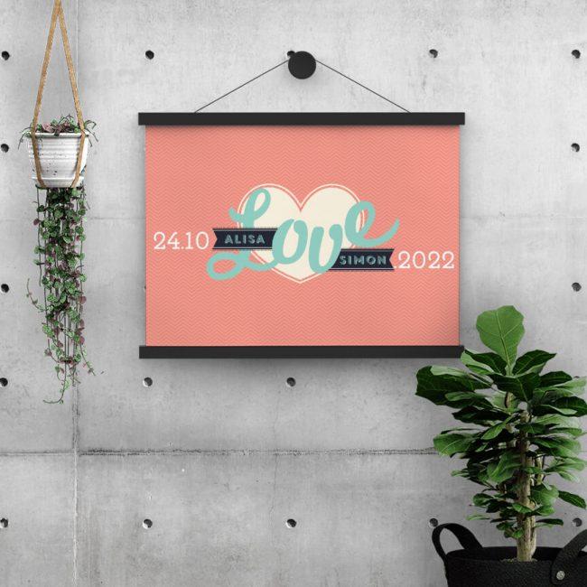Poster Love is een opvallend ontwerp voor aan de muur, als blijvende herinnering aan jullie trouwdag. Sluit aan bij trouwkaart.