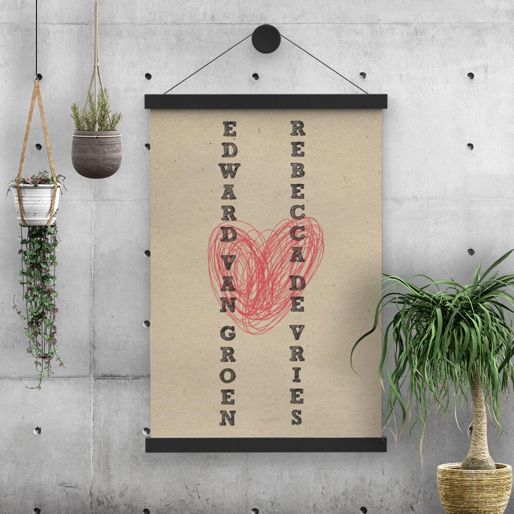 Poster Hart is vormgegeven met moderne en vintage invloeden. Gedrukt op een kraftpapier-achtergrond. Slordig getekend hart staat centraal.