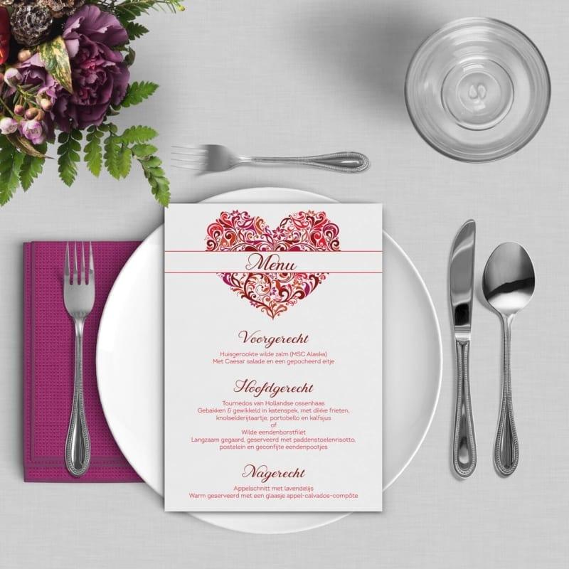 Menukaart Hart, de naam zegt het al: een prachtig en sierlijk hart staat centraal in dit ontwerp, vormgegeven in rood en roze tinten.