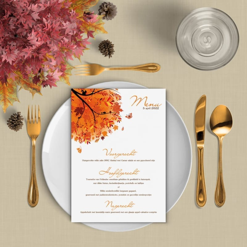Menukaart Herfst probeert die typische herfst-sfeer in een ontwerp te vangen, met prachtige oranje tinten en een herfstboom.