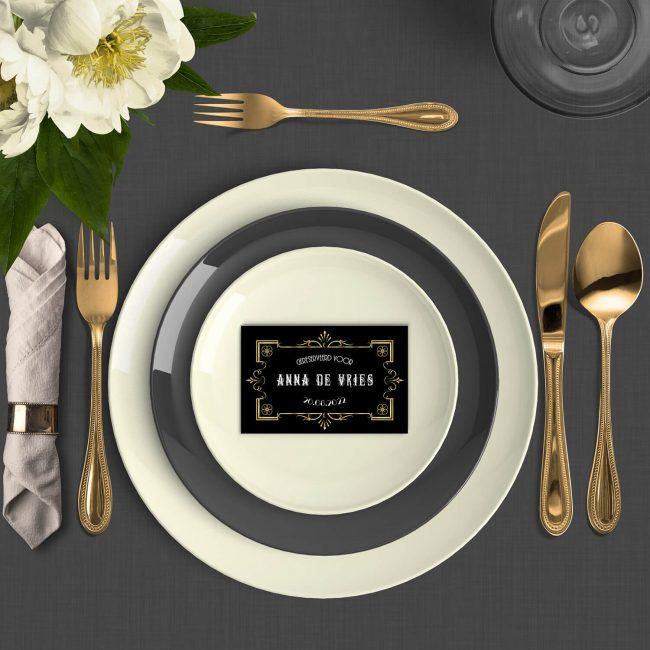 Naamkaart Great Gatsby is vormgegeven in de stijl van de roaring twenties, en sluit perfect aan bij de gelijknamige trouwkaart.