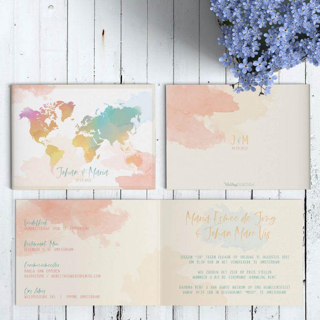 Trouwkaartjes Waterverf Wereld biedt een kleurrijk en vrolijk beeld. De wereldkaart geverfd in vrolijke en zachte kleuren. Jullie liefde gaat door grenzen.
