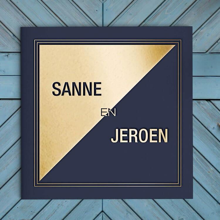 Trouwkaart met groot vlak goudfolie - moderne stijl