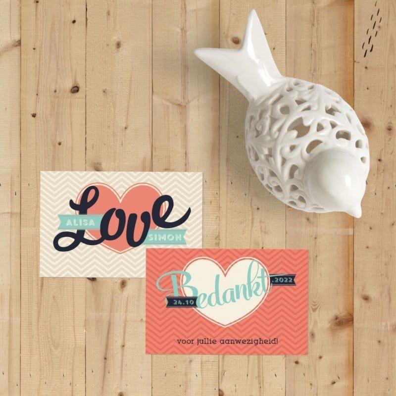 Bedankje Love is een klein kaartje voor bij een bedankje, geheel ontworpen in dezelfde stijl als de trouwkaart met in het groot LOVE.