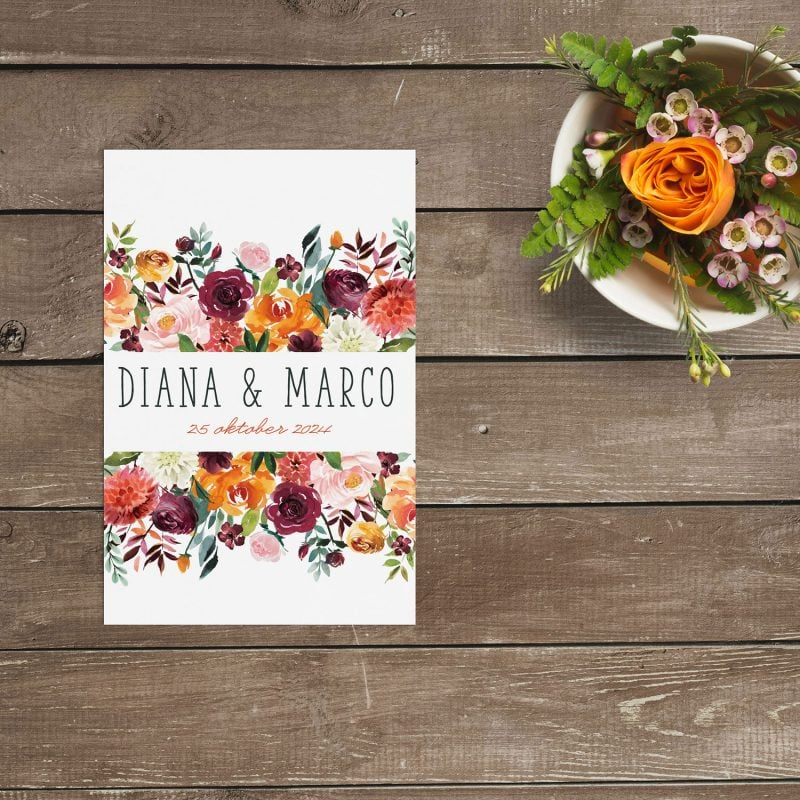 Trouwkaart Weelderige Bloemen is versierd met een prachtige luxueuze partij bloemen, met Rozen en Dalia's in roze, paarse en oranje tinten.